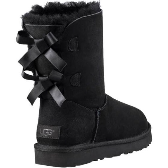 Black uggs size 6 fits size 7/7.5 bailey bow
